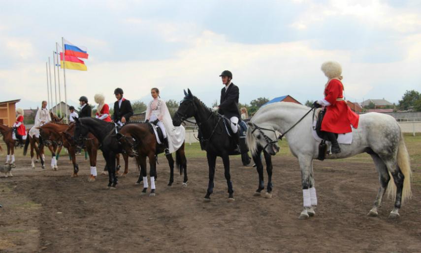1-ый конно-спортивный манеж открылся вСеверной Осетии