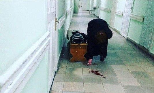 ВСтаврополье женщину после обморока заставили подтирать свою кровь